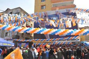 AK Parti Beykoz İlçe Binasını koruyordu...
